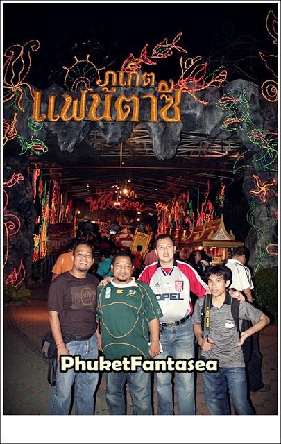Persembahan di FantaSea Yang Hebat di Phuket Thailand