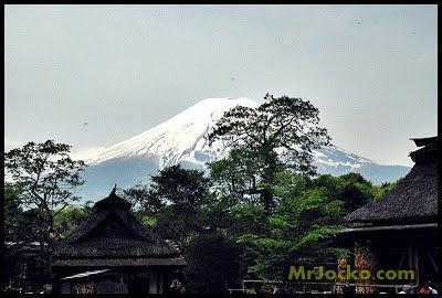 Kolam Spring Water Fuji Di Oshino Hakai
