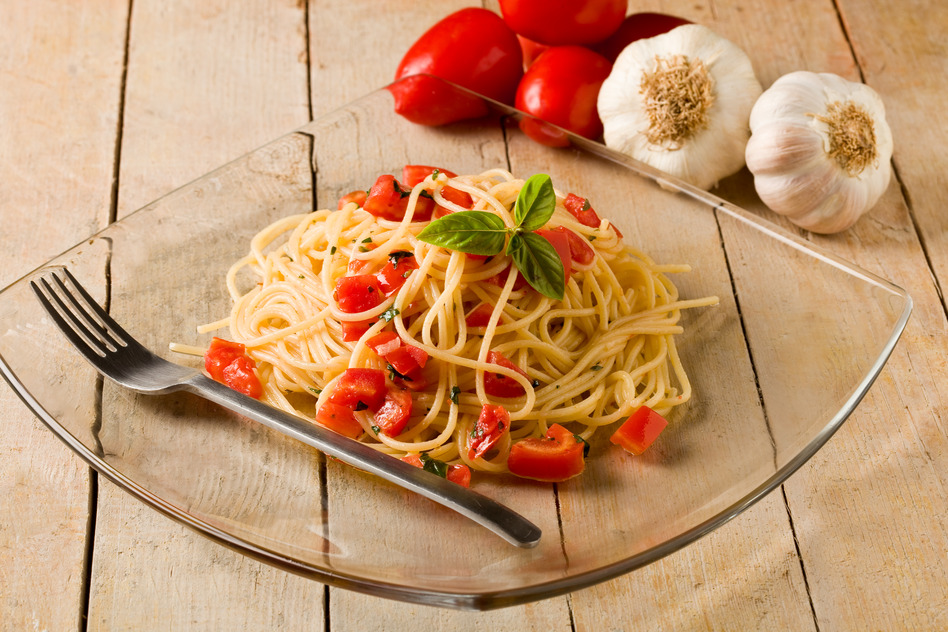 photodune-575438-spaghetti-with-garlic-and-oil-s