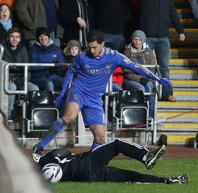 Eden-Hazard-and-Ball-boy-