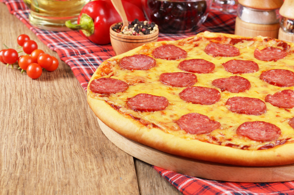 photodune-1050001-pizza-on-the-table-s