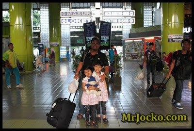 Stasiun-Keretapi-Gambir-Jakarta-1