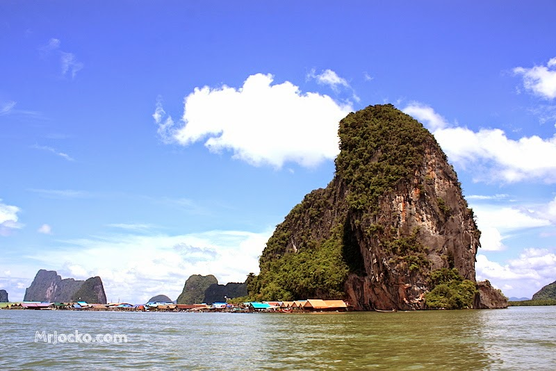 Bot-Ke-James-Bond-Island-03-