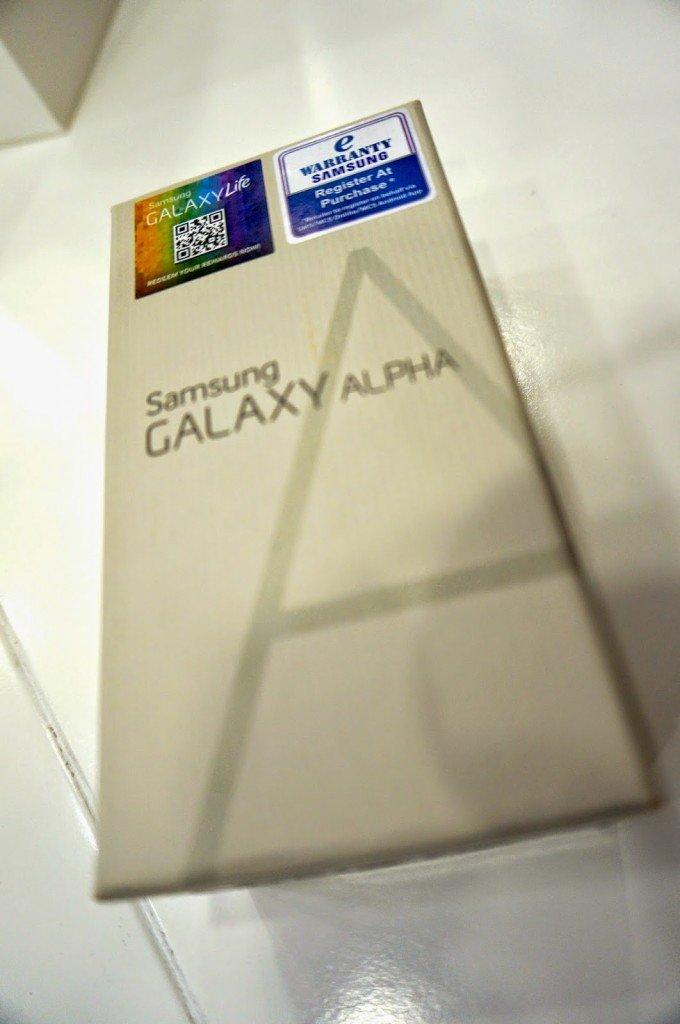 Unboxing Samsung Galaxy Alpha