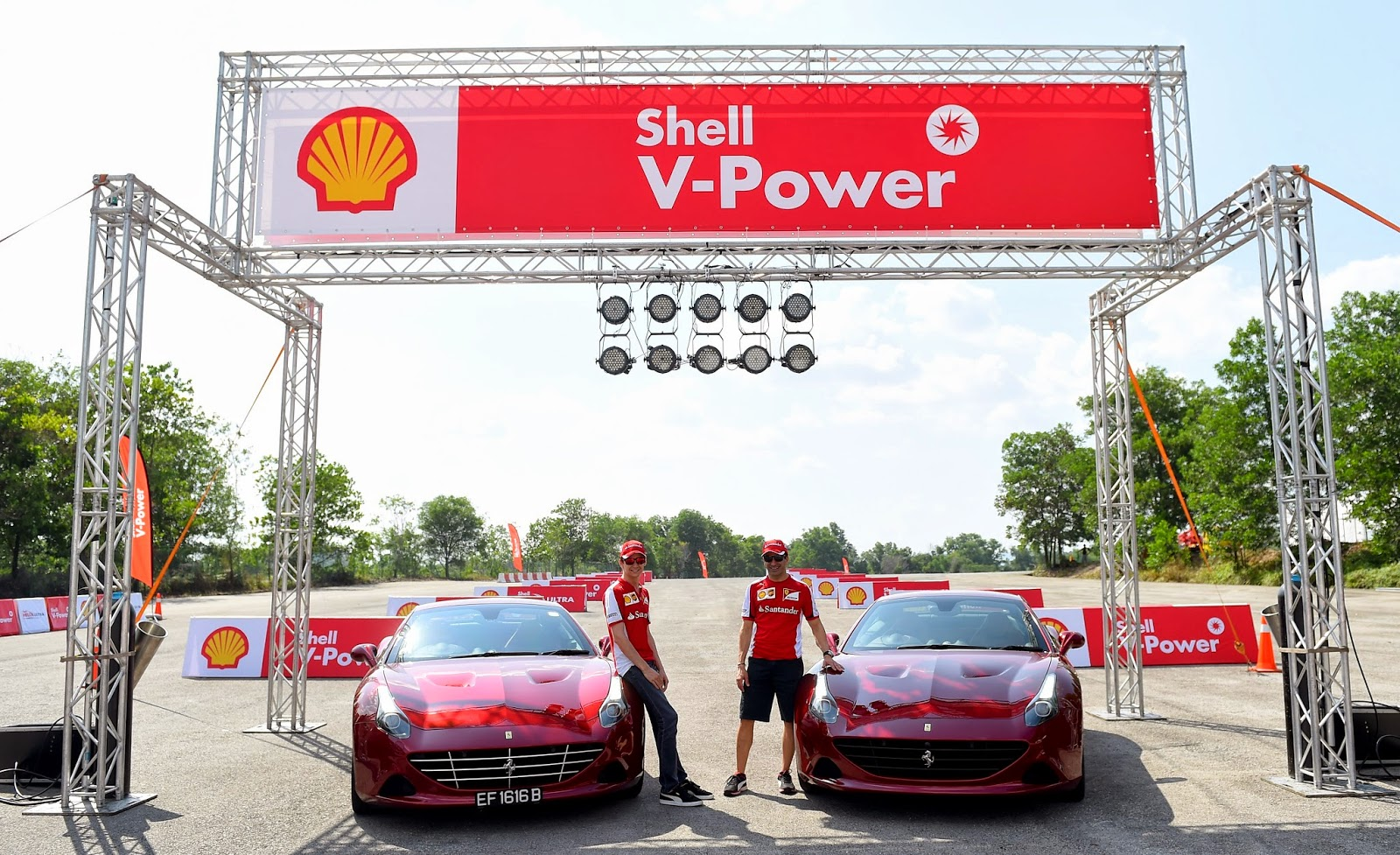 Esteban_Guttierez_and_Marc_Gene_at_Shell_V-Power