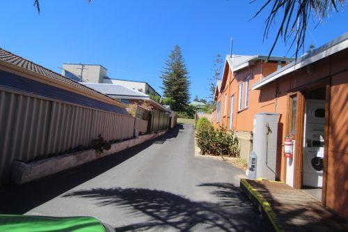 Selama MrJocko di Western Australia, kami sempat singgah untuk menginap di penginapan Dorm di Bunbury. MrJocko buat tempahan di Dolphin Retreat Bunbury mela