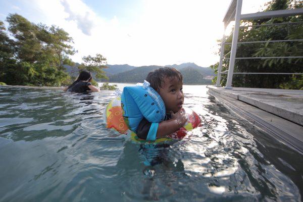 Infinity Pool Di Belum Rainforest Resorts Yang Priceless