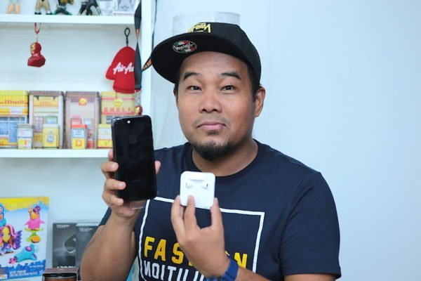 Unboxing iPhone 7 Plus Warna Jet Black 128GB