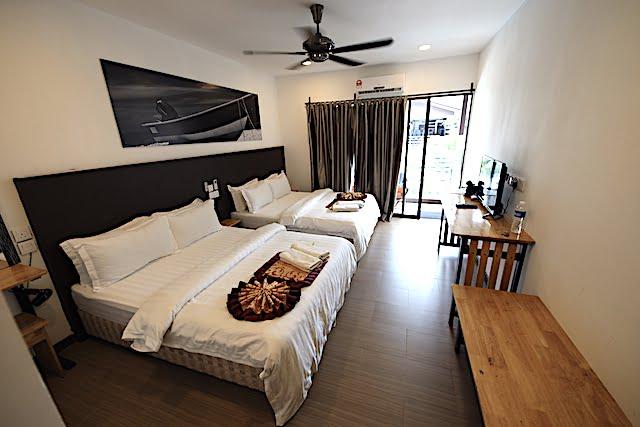 hotel review the barat tioman kampung juara 11