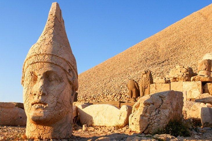 Tempat-Popular-Di-Turki 07 Mount Nemrut