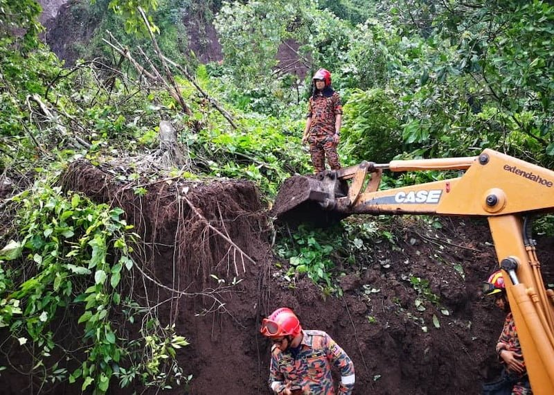 Kejadian Tanah Runtuh Sebuah Resort Di Tambun Perak 00